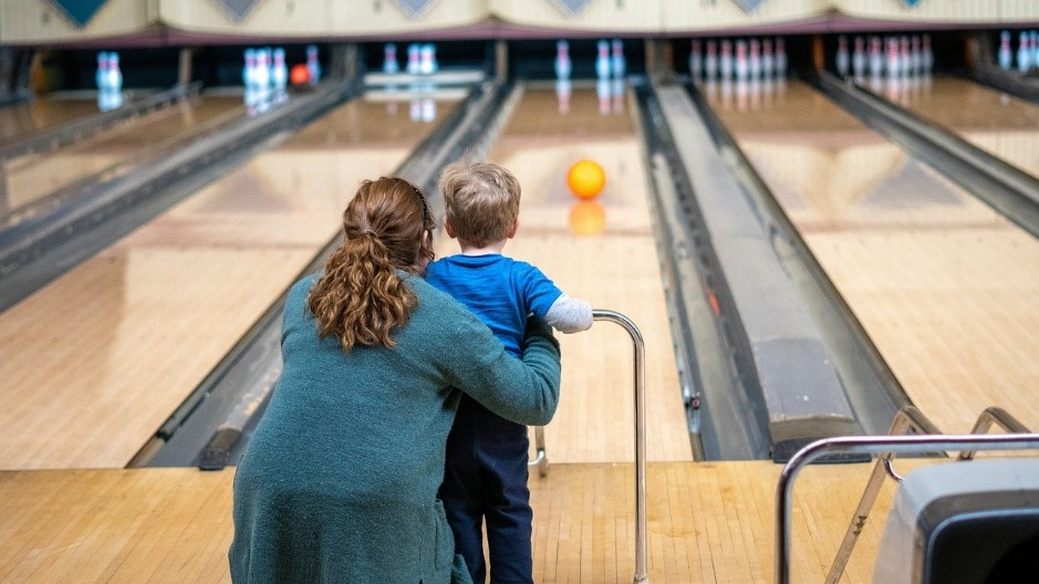 Finding the Right Ball Tips for Teaching Your Kids How to Bowl